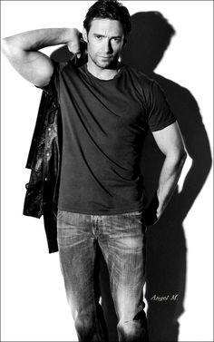 In blacks and white even more sexier! Hugh Jackman, Hugh Michael Jackman, Hot Actors, Actors & Actresses, Gorgeous Men, Beautiful People, Logan Xmen, Hugh Wolverine, Australian Actors