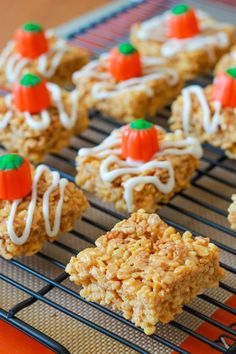 Pumpkin Pie Rice Krispie Treats-These were great, I left them plain...and she has tons of other yummy looking stuff I want to try