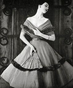 in photos vintage paris street style photography pinterest mode 50er jahre mode und mode. Black Bedroom Furniture Sets. Home Design Ideas
