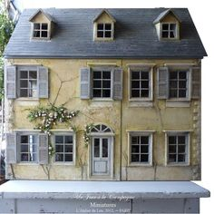 an absolutely gorgeous dollhouse!!
