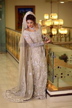 nice Non-chiffon, stiff dupattas are all the rage! Asian Wedding Dress, Pakistani Wedding Outfits, Asian Bridal, Bridal Outfits, Pakistani Dresses, Bridal Gowns, Pakistani Couture, Indian Designer Outfits, Indian Outfits