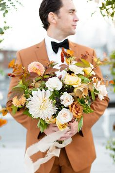 Hello fall!! There is nothing more magical than pledging your love to one other in the most intimate setting. Wedding Flower Inspiration, Elopement Inspiration, Elope Wedding, Wedding Vendors, Wedding Trends, Wedding Styles, Wedding Ideas, Early Fall Weddings, Wedding Colors