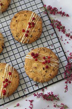 Kakkuviikarin vispailuja!: Puolukka-valkosuklaacookies Cookies, Sweet, Desserts, Food, Crack Crackers, Candy, Tailgate Desserts, Deserts, Biscuits