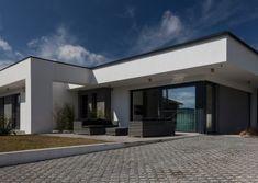 A ház kívülről Mansions, Interior Design, House Styles, Home Decor, Mansion Houses, Nest Design, Homemade Home Decor, Home Interior Design, Villas