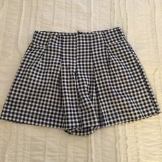 Zara Gingham Check Short Wide leg fit so it almost looks like a skirt. Elastic at sides of waistband for great fit. Zip closure at back. Pleat detail at front. Zara Shorts Bermudas
