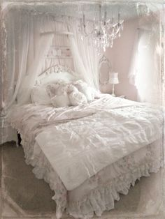 Not So Shabby - Shabby Chic: Bed crown