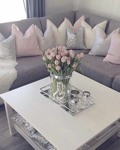 Pin on Wohnen Table Decor Living Room, Glam Living Room, Bedroom Decor, Cozy Bedroom, Valentine's Home Decoration, Diy Home Decor, Decorations, Interior Design Living Room, Living Room Designs