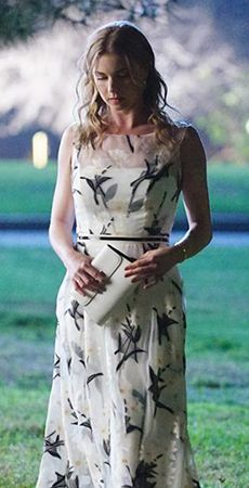 Emily's white floral illusion gown on Revenge