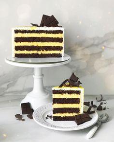 Моя новая любимая начинка💛 Шоколад - манго - маракуйя🍫✨ Насыщенный шоколадный бисквит и нежнейший воздушный мусс с манго и маракуйей💛 Это…