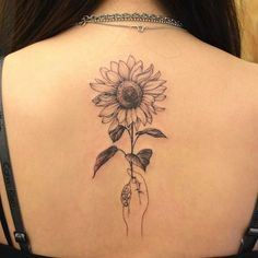 40 simple sunflower tattoo ideas that make you mentally stronger tatoo feminina - tattoo feminina de Hand Tattoos, Spine Tattoos, Finger Tattoos, New Tattoos, Body Art Tattoos, Sleeve Tattoos, Green Tattoos, Frog Tattoos, Circle Tattoos