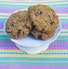Whole wheat oatmeal cookies packed with dark chocolate chips and reduced sugar. Hello, great snack for the kiddos!!!