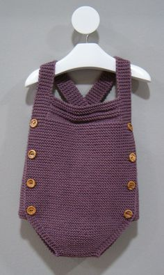 Extreme Cute Knitted Baby Rompers – Knitting And We Baby Knitting Patterns, Knitting For Kids, Baby Patterns, Knitted Baby Clothes, Knitted Romper, Tricot Baby, Romper Pattern, Baby Pants, Baby Cardigan