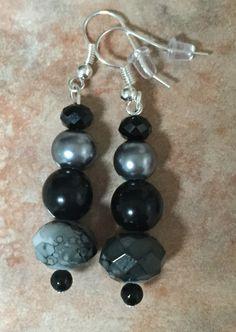 Aretes de cristales y perlas (negro y plata)