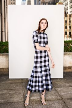 Black and white check dress. See the complete Oscar de la Renta Resort 2018 collection. Fashion 2018, Fashion Week, Runway Fashion, High Fashion, Fashion Show, Fashion Dresses, Womens Fashion, Fashion Design, Fashion Trends