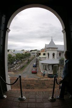 Basta una sola visita para comprobar que el Viejo San Germán es uno de los entornos citadinos más cosmopolitas, históricos y pintorescos del Caribe.