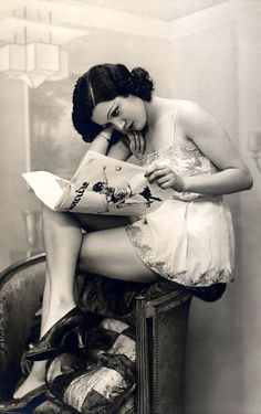 Vintage pin up girl Vintage Love, Vintage Beauty, Vintage Ladies, Retro Vintage, Vintage Fashion, Vintage Romance, Vintage Black, Vintage Pictures, Old Pictures