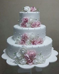 60 fantastic, elegant, chic wedding cakes design inspiration – Page Wedding Cake Roses, Elegant Wedding Cakes, Beautiful Wedding Cakes, Gorgeous Cakes, Wedding Cake Designs, Pretty Cakes, Amazing Cakes, Chic Wedding, Bling Wedding