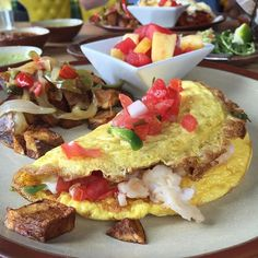 """Dope #brunch spot alert!  Yesterday I had brunch at El Bolero restaurant in the design district of #Dallas. Brilliant, fresh food that is Central American inspired (mainly Mexican). Check out this """"Omelette Mexicano"""" with lobster and queso fresco and roasted potatoes with fruit. Highly recommend trying! Tag your brunch buddy and let'em know! Boom. (traducción abajo) ---- Una noticia para un restaurante chevere!  Ayer almorcé en restaurante El Bolero en el distrito diseño de Dallas. La comida…"""