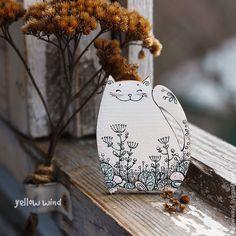 Clay Ornaments, Handmade Ornaments, Handmade Crafts, Cat Crafts, Diy And Crafts, Frida Art, Posca Art, Cardboard Sculpture, Shrink Art