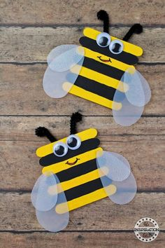 Bumble Bee Craft Preschool Kids Will Love · The Inspiration Edit - happy new year! - Super Easy Bumble Bee Preschool Craft Today we have a fantastic Bumble Bee popsicle stick craft to - Popsicle Stick Crafts For Kids, Craft Stick Crafts, Crafts To Make, Arts And Crafts, Popsicle Sticks, Diy Crafts, Simple Crafts, Craft Ideas, Craft Stick Projects