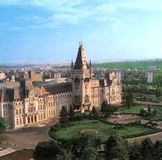 Cultural Palace, Iasi, Romania - walked by this a lot when I lived there! Places Ive Been, Places To Visit, Visit Romania, Famous Castles, Amazing Architecture, Wonderful Places, Wonders Of The World, Scenery, Around The Worlds