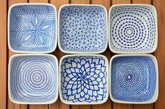 DIY hand-painted ceramic tealight holders // Draw patterns on the ceramic dishes with a Pebeo Porcelaine 150 Paint Pen (this color = Lapis), allow them to dry for 24 hours, then bake them in the oven to set the ink. Sharpie Plates, Sharpie Art, Sharpies, Ceramic Painting, Ceramic Art, Pebeo Porcelaine 150, Porcelain Pens, Fine Porcelain, Porcelain Jewelry