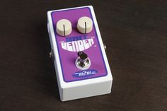 MJM Effects Britbender from Coast Sonic. This pedal is a must for players seeking the late sixties British rock sound. Using three hand selected germaniums, this pedal has a long compressed sustain to it with an edgy voicing great for solo work. Especially sweet sounding with humbuckers or dark sounding pickups, though works great as well with single coil pickups. A fantastic Tonebender clone, only 179$