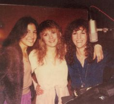 Stevie Nicks with Sharon Celani and Lori Nicks, the night birds. I always wanted to be a night bird. Stevie please contact me. Stevie Nicks Now, Stevie Nicks Fleetwood Mac, Buckingham Nicks, Stephanie Lynn, Happy Photos, Beautiful Voice, Famous Faces, Music Lovers, Rock And Roll
