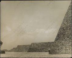 alberto arai: frontones de ciudad universitaria [fotografía de esther mccoy] (ciudad de méxico, 1952)