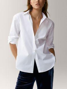 Camisa popelín lisa - Mujer - Massimo Dutti España White Shirts Women, Blouses For Women, French Capsule Wardrobe, White Shirt Outfits, Classic White Shirt, Capsule Outfits, Fabulous Dresses, Shirt Blouses, Women's Shirts