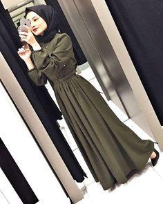Görüntünün olası içeriği: 1 kişi, telefon ve selfie Moslem Fashion, Arab Fashion, Islamic Fashion, Modesty Fashion, Fashion Outfits, Stylish Hijab, Mode Abaya, Hijab Fashionista, Street Hijab Fashion