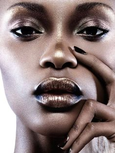 "make-up-is-an-art: "" Photographer: Yulia Gorbachenko MUA: Frances Hathaway Model: Tiara Young "" Dark Skin Makeup, Dark Skin Beauty, Eye Makeup, Hair Beauty, Black Beauty, Gold Makeup, Sultry Makeup, Metallic Makeup, Makeup Light"