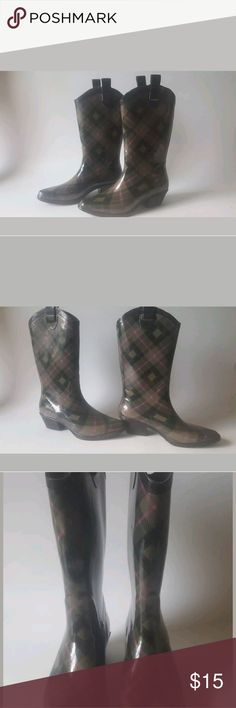 Dav women's rain boots Dav women's designer rain boots, size 8. Pre-owned and still in excellent condition, very minimal wear. Shoes Winter & Rain Boots