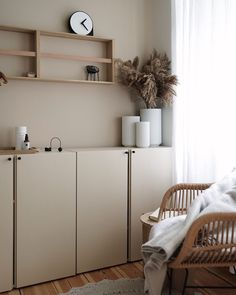 Ivar cabinets hack - beige on beige walls. Murs Beiges, Home And Living, Home And Family, Berlin Apartment, Home Goods Decor, Home Decor, Beige Walls, Scandinavian Home, Interiores Design