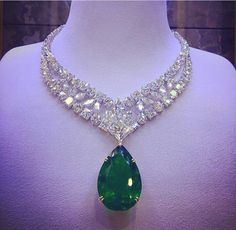 The beauty of a horse's form and elegance of its stand and gait make it the perfect addition to any fine jewelry collection. That is why more and more jewelry makers have horse design collections Emerald Necklace, Emerald Jewelry, High Jewelry, Luxury Jewelry, Diamond Jewelry, Jewelry Accessories, Jewelry Design, Diamond Necklaces, Jewelry Stores