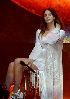 Lana performing at 'The Ohana Festival', Dana Point, California