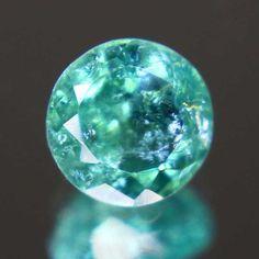 美しいブルーグリーン、面白い組成です。パライバトルマリン0.45ct