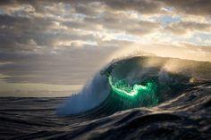 Ich halte die majestätische Kraft von Ozeanwellen fest |