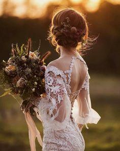 35 fascinating bride wedding photos Glamorous and creative bride photos Bohemian Wedding Dresses, Dream Wedding Dresses, Bridal Dresses, Wedding Gowns, Wedding Pics, Wedding Bride, Rustic Wedding, Bridal Lace, Marie