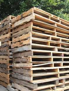 free pallets: where to find 'em, what to look for. Where can I find free pallets? Before my first pallet project, I would DROOL over every pallet project on Pinterest, and wonder about the same question!  Then I realized they are everywhere, especially the places I visit often for my design work – tile and stone showrooms, masonry supply stores – places that sell boulders, rocks, pavers etc, and wood and carpet flooring stores. I also see them behind wine shops and grocery stores.  Garden…