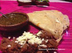 Unas quesadillas con tortillas hechas a mano y un buen queso artesanal michoacano, es algo muy tradicional que nunca puede fallar pruebalo en Restaurante Doña Paca en Pátzcuaro.