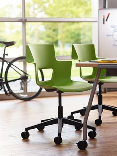 Adapted to the Modern Worker On-the-Go: Creative Shortcut Stool and Chair - http://freshome.com/adapted-to-the-modern-worker-on-the-go-creative-shortcut-stool-and-chair/