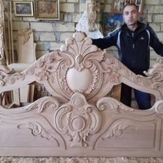 Handmade Wood Furniture, Wood Furniture Legs, Bedroom Furniture Design, Wood Beds, Bed Furniture, Wood Carving Designs, Wood Carving Art, Italian Bedroom Sets, Classic Bedroom Furniture