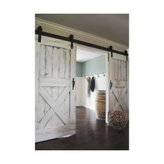 Nothing says farmhouse style quite like barnwood doors! We love these country-chic sliding doors for insi Nothing says farmhouse style quite like barnwood doors! We love these country-chic sliding doors for inside the home. Country Farmhouse Decor, Farmhouse Interior, Interior Barn Doors, Farmhouse Style, Country Chic, Bedroom Country, Country Interior, Farmhouse Furniture, Farmhouse Ideas