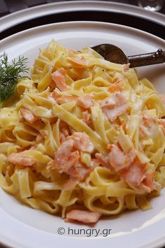Ταλιατέλες με Καπνιστό Σολομό Salmon Tagliatelle, Smoked Salmon, Pasta Dishes, Risotto, Spaghetti, Sweet Home, Pizza, Rice, Sweets