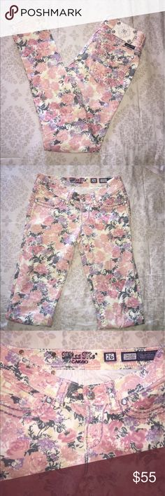 "Miss Me Cargo Cuff Skinny Jeans rose Sz 26 Beautiful and fun! Perfect for summer! Approx measurements: rise 7 1/2"".  Back rise 13 1/4"".                         Inseam 30 1/4"".  98% cotton 2% elastane  pants are in Excellent condition!!! Miss Me Pants Skinny"