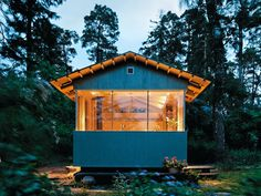 Poppytalk: Cabin Fever | Six Weekend Cabins to Dream About