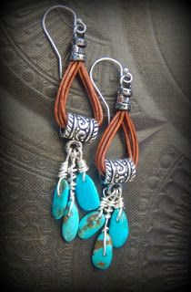 Calling your inner Cowgirl, ☺ This is a nice twist to utilizing a looped bail,. - Calling your inner Cowgirl, ☺ This is a nice twist to utilizing a looped bail, turn it upside dow - Wire Jewelry, Boho Jewelry, Beaded Jewelry, Jewelery, Jewelry Design, Cowgirl Jewellery, Fashion Jewelry, Diy Leather Earrings, Beaded Earrings