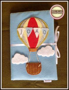 Porta caderneta balão personalizado com o nome do bebê. Costurado e bordado à mão. #portacadernetabalão #maternidade