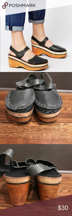 Free people magnolia platform clog Solid wood statement clog. Instantly makes any look free people chic. Slight nick on front of right shoe not noticeable when wearing. Inner sole is easily removable. Worn once or twice. Free People Shoes Mules & Clogs